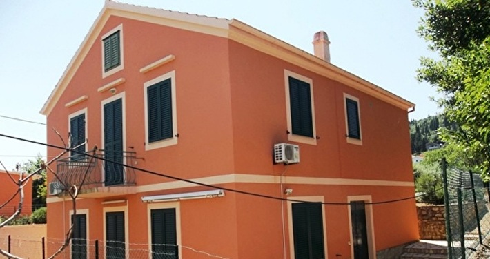 Family house area of 145 m2 in a center of Preko
